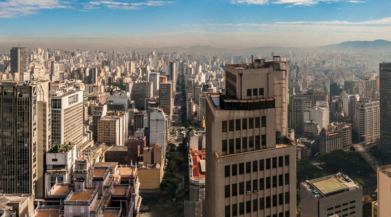 o-racionalismo-e-incompativel-com-bolsonaro-cidade-urbana-vista-para-o-céu
